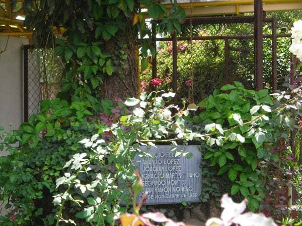 Lápida mártires UCA